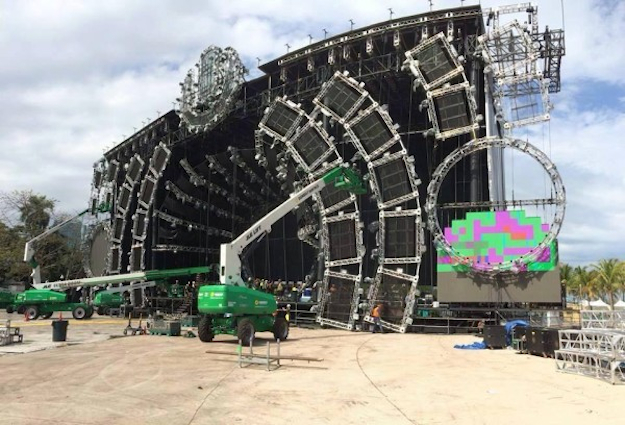 Ultra Stage Construction Ultra-2014-main-stage