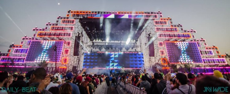 An Electrifying Halloween Experience: HARD's Day of the Dead 2014