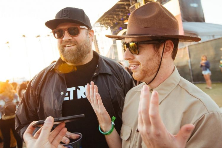 claude-vonstroke-got-cozy-with-the-crowd-at-crssd-body-image-1457444543